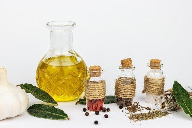 7 Optimum Herbal Hair Oil For Women – Best Picks For The Year 2021