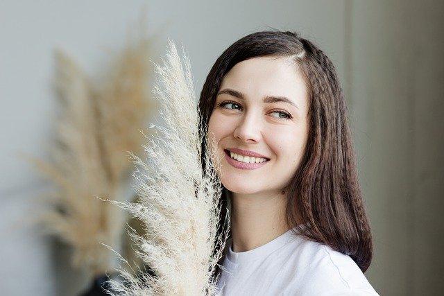 8 Benefits Of Teeth Whitening Kits